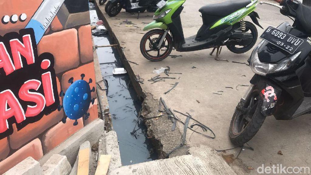 Penampakan Got Lokasi Anies KeceburSaat Sapa Warga di Jakut