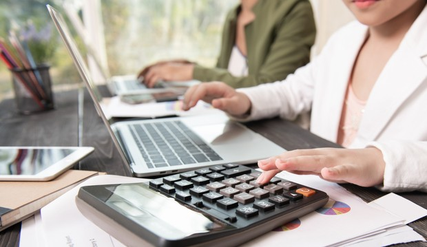 Perhatikan tipe dan ukuran berkas yang dilampirkan dalam email | Foto : freepik/jcomp