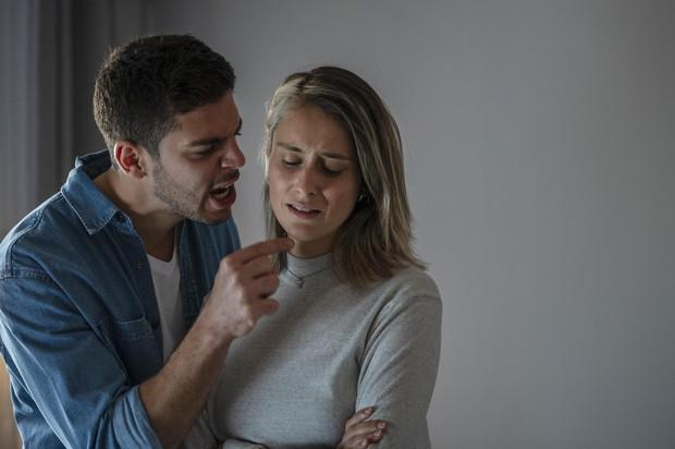 perilaku abusive