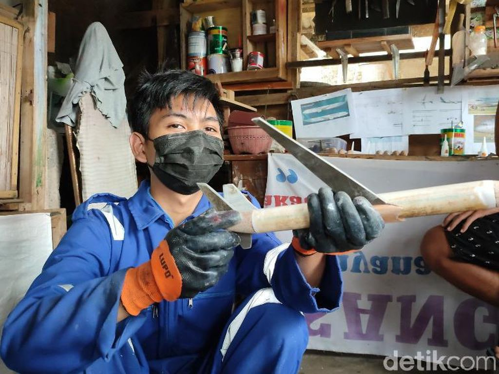 Berhenti Kuliah Gegara Pandemi, Arul Sukses Raup Cuan dari Miniatur Pesawat