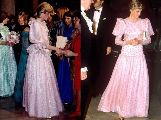 Putri Diana dengan gaun merah muda