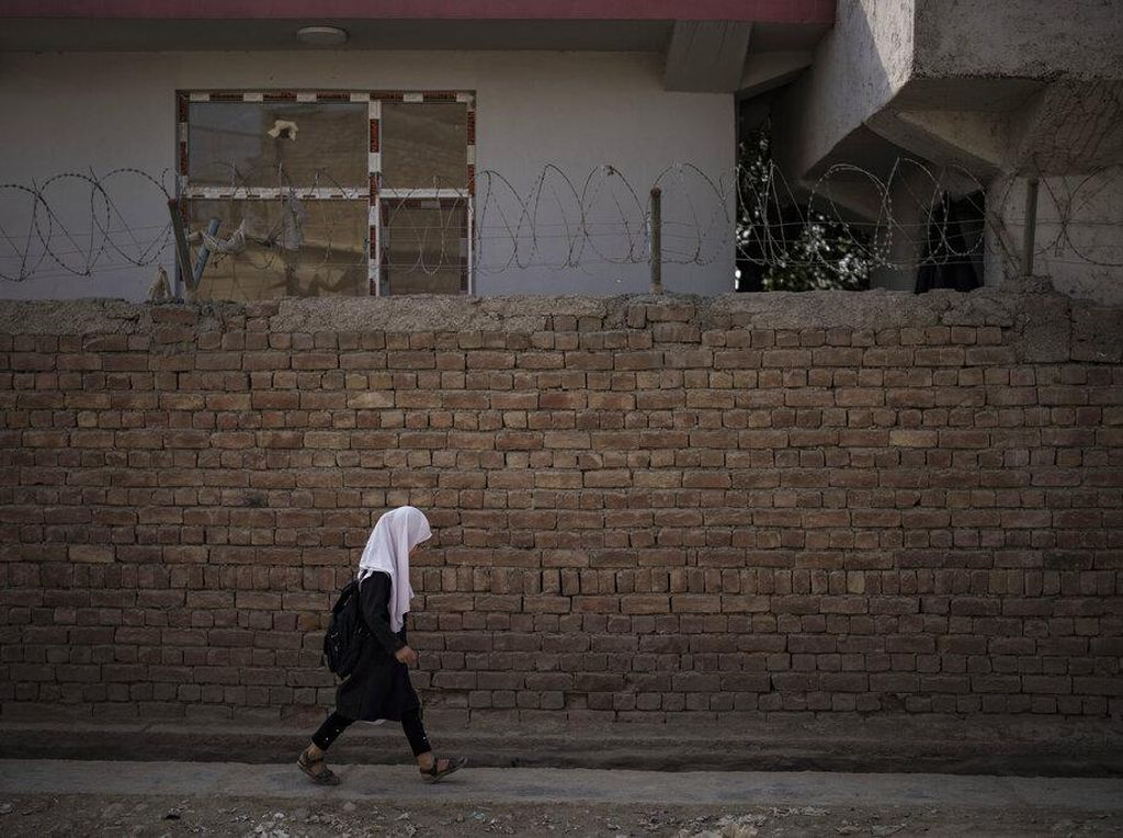 Sekolah di Afghanistan Kembali Dibuka, Nasib Murid Perempuan Bagaimana?