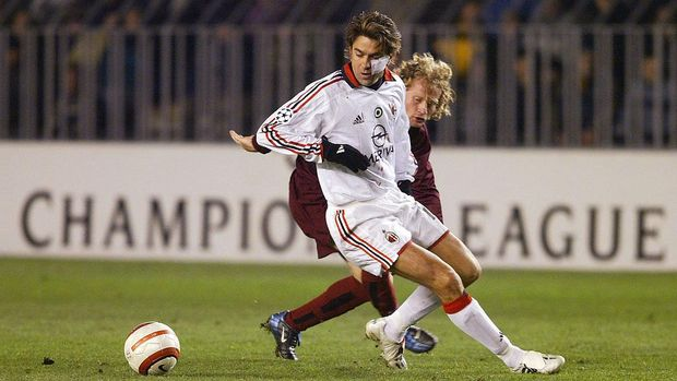 PRAGUE, CZECH REPUBLIC - FEBRUARY 24:  Alessandro Costacurta (white) of AC Milan fights for the ball against Lukas Zelenka of AC Sparta Prague in their UEFA Champions League match February 24, 2004 in Prague, Czech Republic. The two teams tied the match, 1-1.     (Photo Sean Gallup/Getty Images)