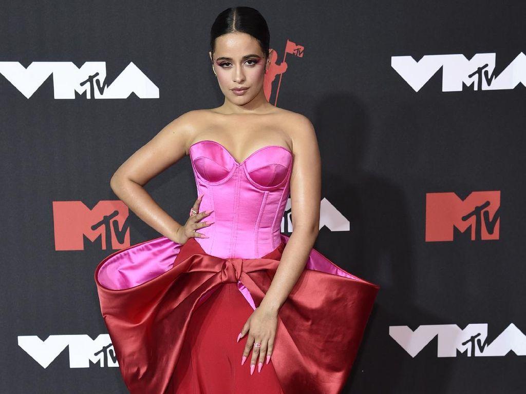 10 Artis Berbusana Terbaik di MTV VMA 2021, Megan Fox Pakai Gaun Nude