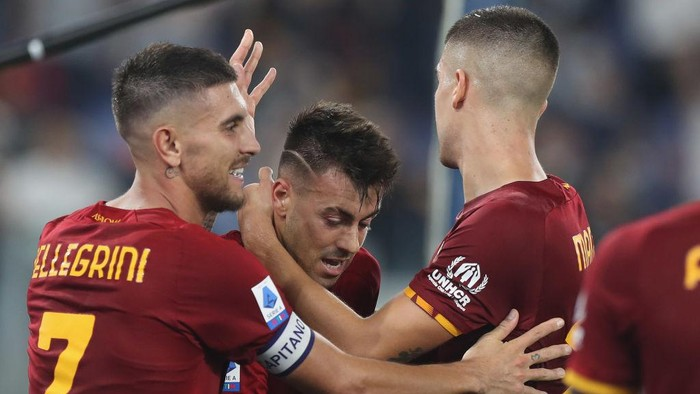 ROME, ITALY - SEPTEMBER 12:  Stephan El Shaarawy of AS Roma celebrates after scoring the teams second goal during the Serie A match between AS Roma and US Sassuolo at Stadio Olimpico on September 12, 2021 in Rome, Italy  (Photo by Paolo Bruno/Getty Images)