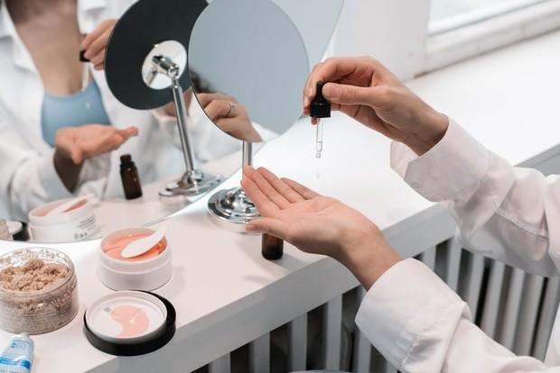 Benarkah produk skincare harus disimpan dalam kulkas? ini penjelasannya/Foto: pexels.com/Pavel Danilyuk