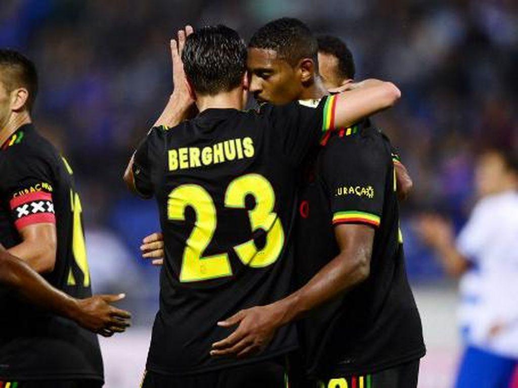 UEFA Bikin Ajax Hapus Tiga Burung Kecil di Jersey Bob Marley