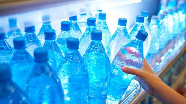 ilustrasi air minum kemasan