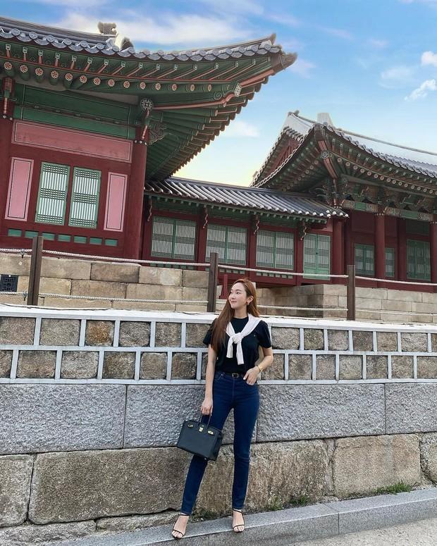 Jessica Jung với Túi đen Herms