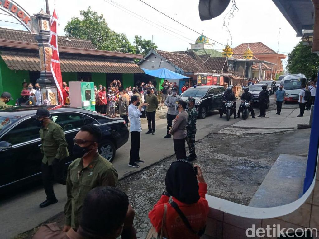 Jokowi Kunjungi Lokasi Vaksinasi Door to Door di Klaten