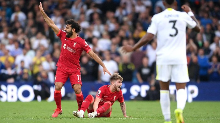 LEEDS, ENGLAND - SEPTEMBER 12: Harvey Elliott of Liverpool reacts as he looks to be injured as Mohamed Salah of Liverpool calls for medical attention during the Premier League match between Leeds United and Liverpool at Elland Road on September 12, 2021 in Leeds, England. (Photo by Laurence Griffiths/Getty Images)