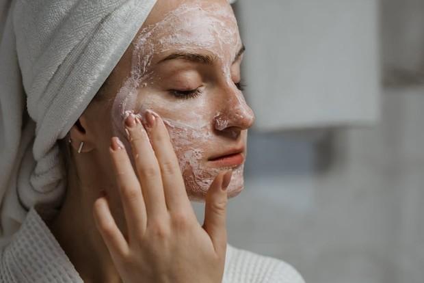Manfaat kandungan vitamin C pada skincare justru baik digunakan pada pagi hari/Foto: pexels.com/Polina Kovaleva