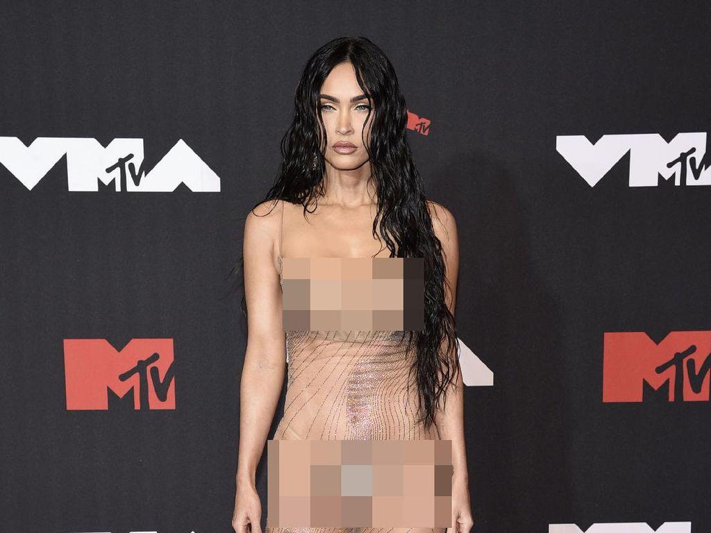 Kok Bisa?! Megan Fox Kena Tilang Saja Masih Kelihatan Seksi