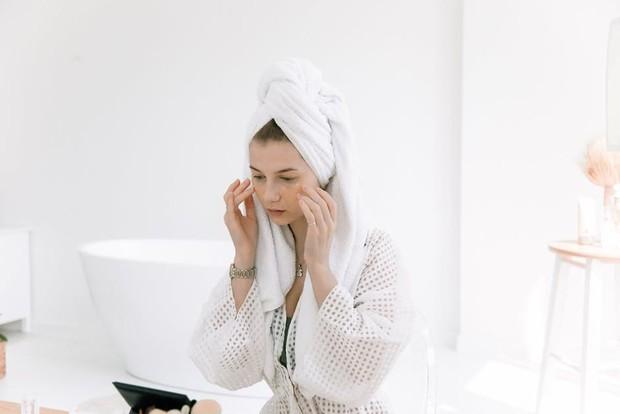 Mitos-mitos seputar skincare yang perlu diketahui/Foto: pexels.com/EKATERINA BOLOVTSOVA