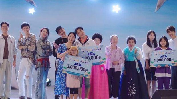Para pemeran pendukung Hometown Cha-Cha-Cha yang sukses menarik perhatian penonton berkat karakter ikonik yang mereka perankan / foto: tvN Drama