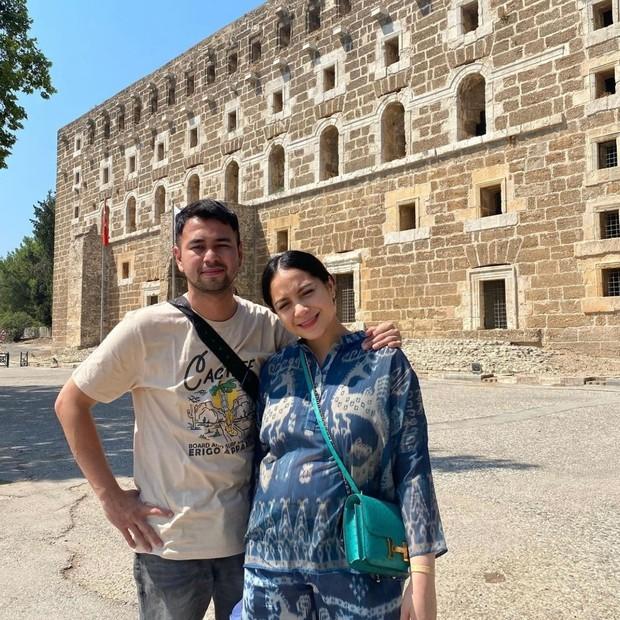 Raffi Ahmad dan Nagita Slavina saat mengunjungi Turki.