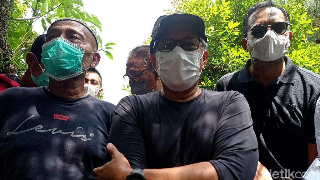 Potret Rocky Gerung di Depan Rumahnya Menyerang Balik Sentul City