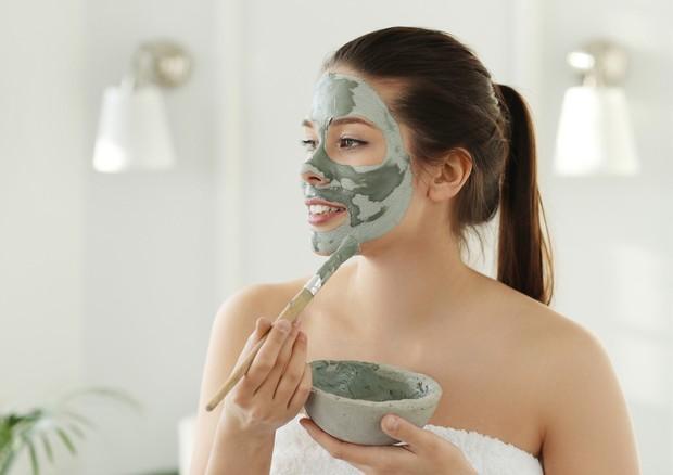 Bagi pemilik kulit normal, kamu bisa memilih masker yang sesuai dengan kebutuhan kulit saat itu.