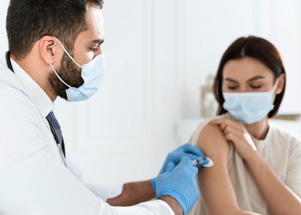 Vaksin masih menjadi pilihan terbaik untuk menekan infeksi covid-19