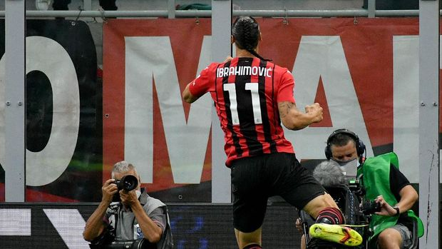 MILAN, ITALY - SEPTEMBER 12: Zlatan Ibrahimovic of AC Mila celebrates a second goal during the Serie A match between AC Milan and SS Lazio at Stadio Giuseppe Meazza on September 12, 2021 in Milan, Italy. (Photo by Marco Rosi - SS Lazio/Getty Images)