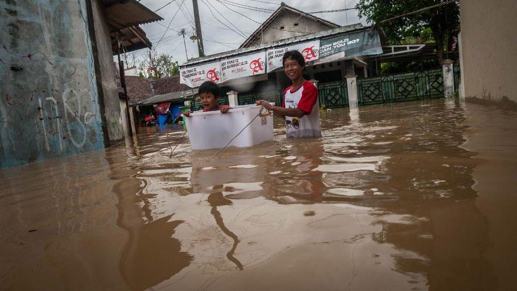Intensitas Hujan Tinggi, Rangkasbitung Terendam Banjir