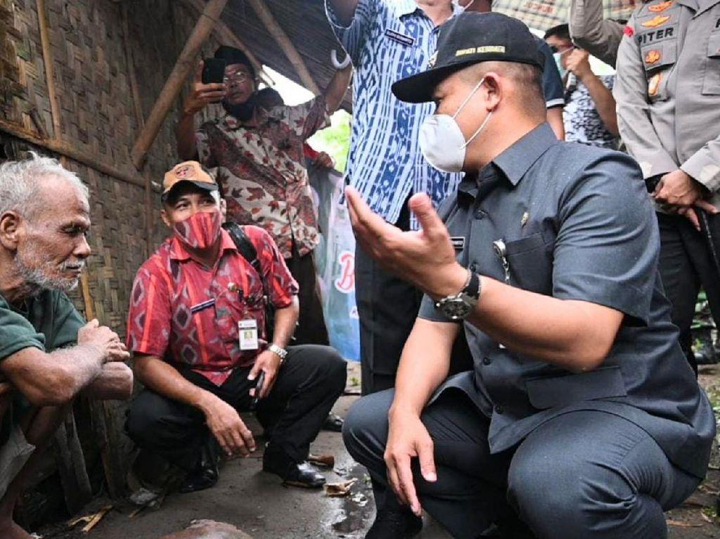 Bupati Kebumen Evakuasi Kakek Sebatang Kara dari Gubuk ke Panti Jompo