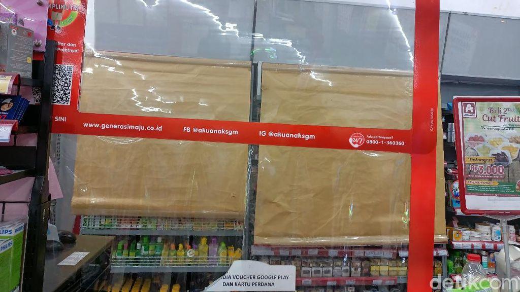 Potret Etalase Rokok di Minimarket di Jakarta Ditutup Kain hingga Kertas