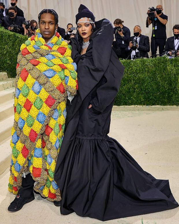 Couple pertama ada Rihanna dan ASAP Rocky.