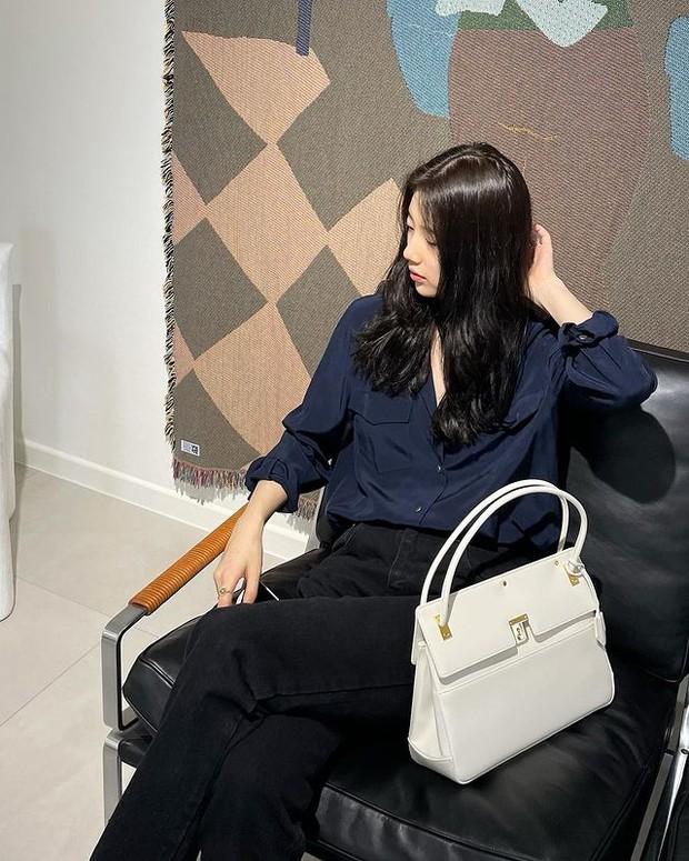 Suzy pakai Dior Parisiene Bag Latte Smooth Calfskin dengan harga Rp 76,9 juta