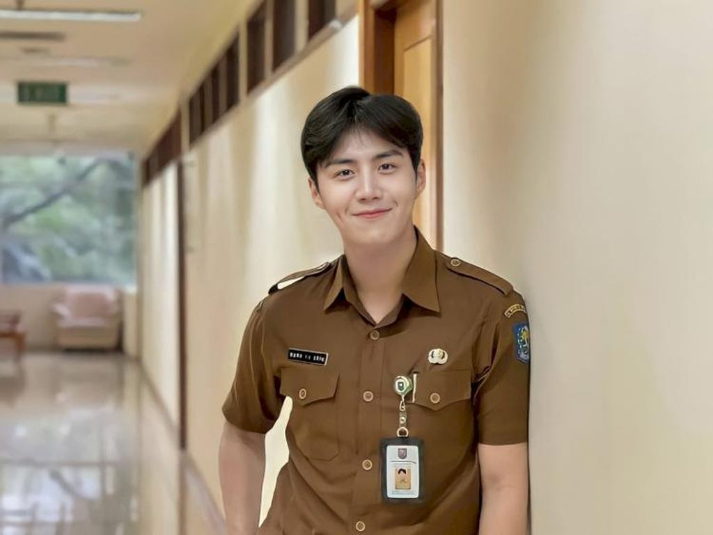 Ini Pria di Balik Meme Kim Seon Ho Jadi PNS