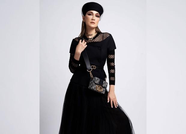 Koleksi Outfit Mewah Luna Maya