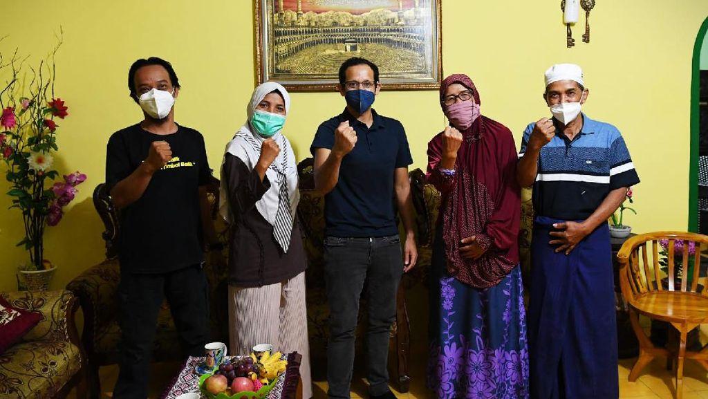Momen Nadiem Menginap di Rumah Guru Penggerak Usai Blusukan