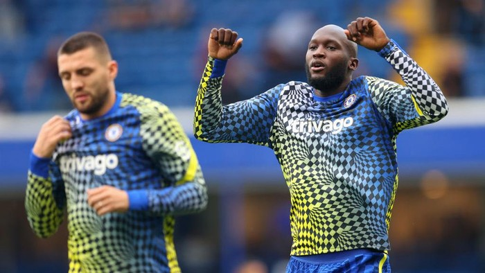 LONDON, ENGLAND - SEPTEMBER 11: Romelu Lukaku of Chelsea warms up prior to the Premier League match between Chelsea and Aston Villa at Stamford Bridge on September 11, 2021 in London, England. (Photo by Catherine Ivill/Getty Images)