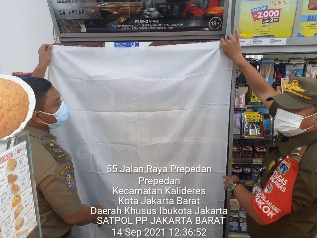 Dasar Satpol PP Tutupi Rokok: Perda Jokowi, Pergub Ahok-Djarot, Seruan Anies