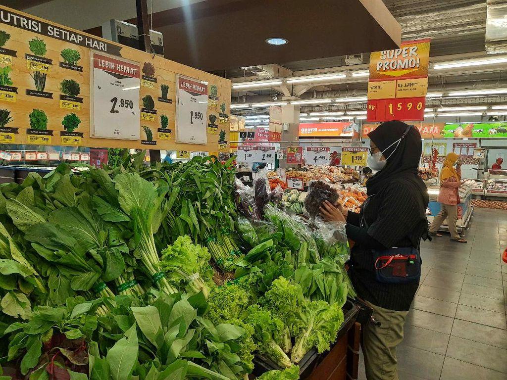 Supermarket di Surabaya Pakai PeduliLindungi, Pelanggan Butuh Adaptasi