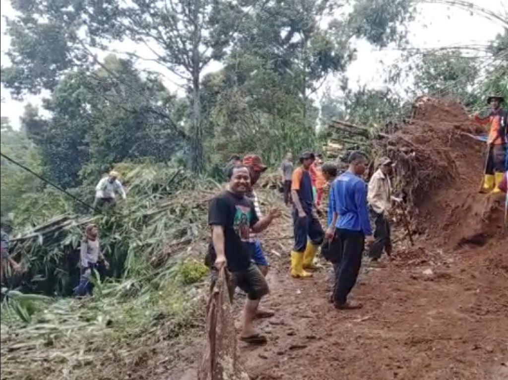 Banjir dan Longsor Terjang Sukabumi, Rumah-Fasilitas Publik Rusak