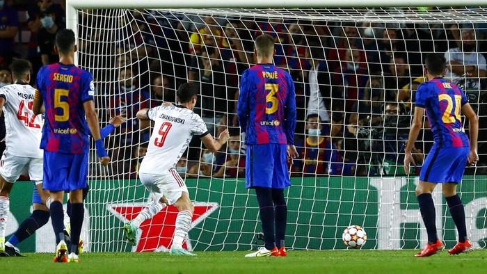 Bayern Munich meraih poin sempurna saat menyambangi markas Barcelona di match pertama Grup E Liga Champions 2021/2022. Die Roten menang 3-0.