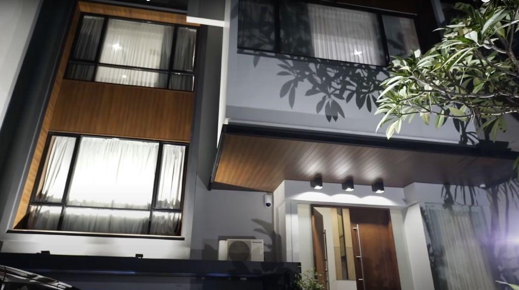 Intip 10 Foto Rumah Mewah Celine Evangelista, Tak Lulus SMP Kini Sukses