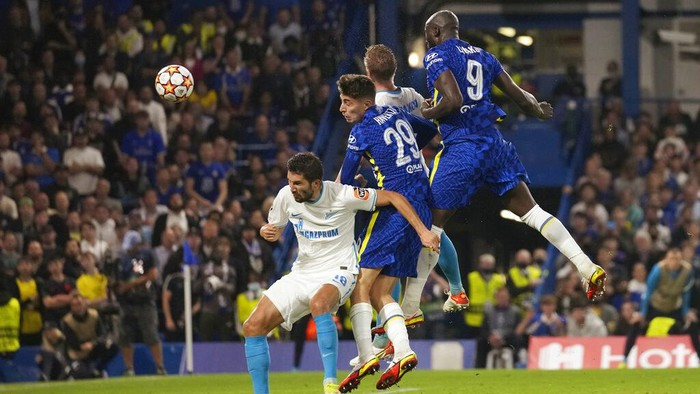 Chelseas Romelu Lukaku heads the ball to score his sides first goal during the Champions League Group H soccer match between Chelsea and Zenit St Petersburg at Stamford Bridge stadium in London Tuesday, Sept. 14, 2021. (AP Photo/Kirsty Wigglesworth)