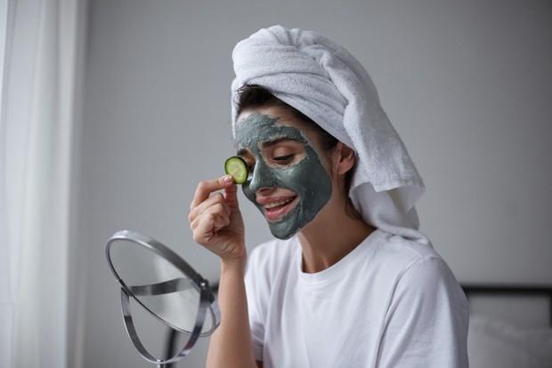 Sebelum membeli masker ada baiknya kamu menyesuaikan produk tersebut dengan jenis dan kebutuhan kulit.