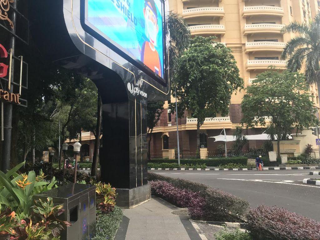 Dapat Keluhan soal Papan Iklan di Trotoar, Pemprov DKI Koordinasi ke SCBD