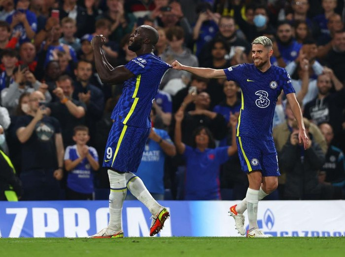 LONDON, ENGLAND - SEPTEMBER 14: Romelu Lukaku of Chelsea celebrates after scoring their sides first goal during the UEFA Champions League group H match between Chelsea FC and Zenit St. Petersburg at Stamford Bridge on September 14, 2021 in London, England. (Photo by Clive Rose/Getty Images)