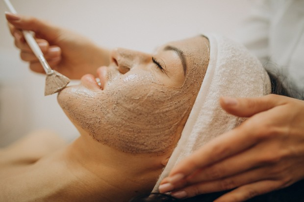 Rutin menggunakan masker wajah agar kulit glowing