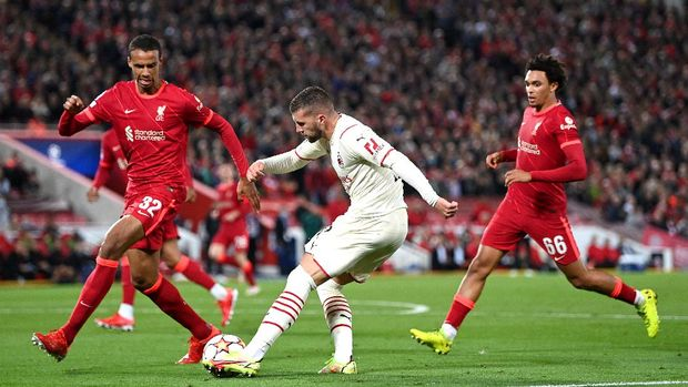 LIVERPOOL, ENGLAND - SEPTEMBER 15: Ante Rebic of AC Milan crosses the ball whilst under pressure from Joel Matip of Liverpool during the UEFA Champions League group B match between Liverpool FC and AC Milan at Anfield on September 15, 2021 in Liverpool, England. (Photo by Shaun Botterill/Getty Images)