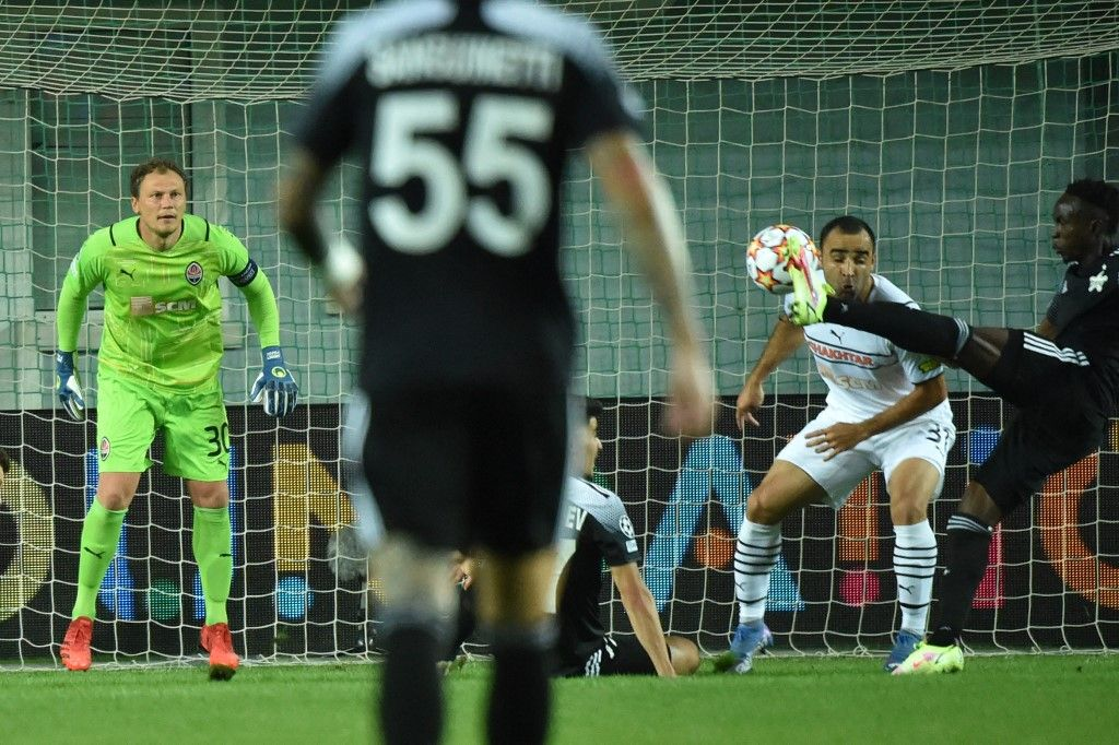 Sheriff's forward Adama Traore shoots and scores the opening goal during the UEFA Champions League football match between FC Sheriff and FC Shakhtar Donetsk at Sheriff Stadium in Tiraspol on September 15, 2021. (Photo by Sergei GAPON / AFP)