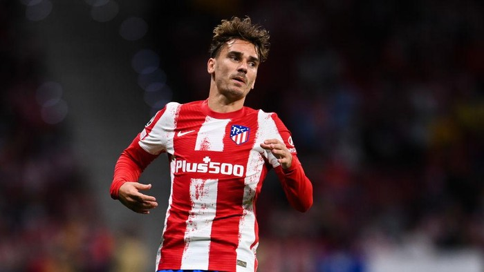MADRID, SPAIN - SEPTEMBER 15: Antoine Griezmann of Atletico de Madrid looks on during the UEFA Champions League group B match between Atletico Madrid and FC Porto at Wanda Metropolitano on September 15, 2021 in Madrid, Spain. (Photo by David Ramos/Getty Images)