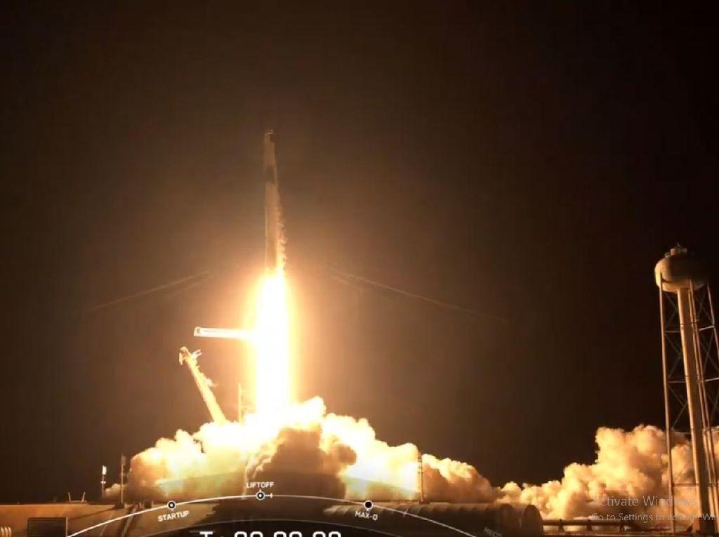 Keren! SpaceX Lesatkan 4 Warga Sipil ke Luar Angkasa