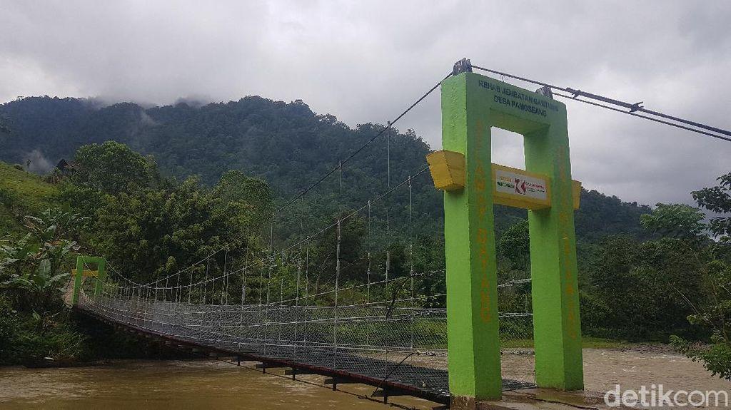 Magic! Jembatan Gantung Mamasa Sudah Bersalin Rupa