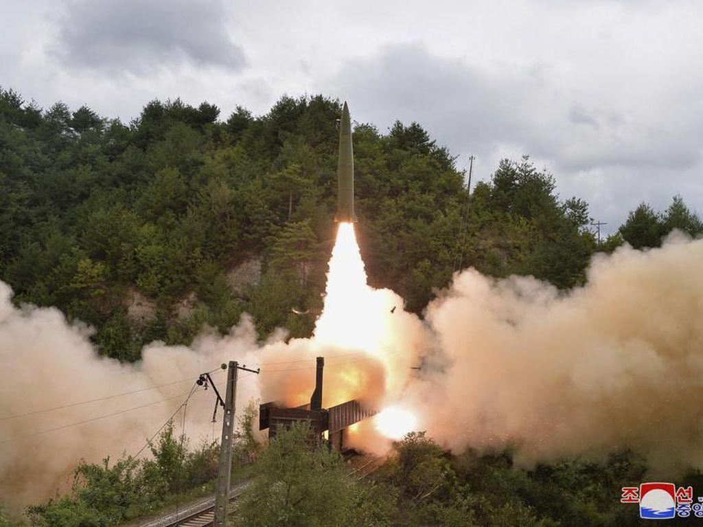 Korea Utara Berhasil Uji Coba Sistem Rudal dari Kereta Api