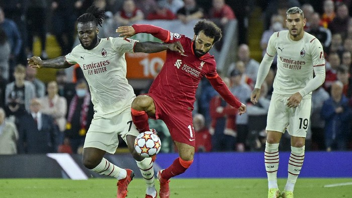 AC Milans Franck Kessie, left, challenges Liverpools Mohamed Salah during the Champions League Group B soccer match between Liverpool and AC Milan at Anfield, in Liverpool, England, Wednesday Sept. 15, 2021. (AP Photo/Rui Vieira)